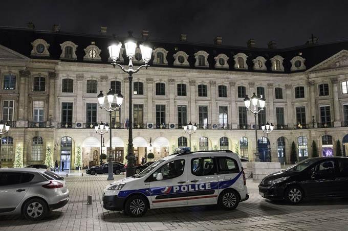 Khách sạn 5 sao Ritz thuộc khu vực Quảng trường Vendome, thủ đô Paris, nơi xảy ra vụ trộm trang sức hôm 7/9. Ảnh: Rex.