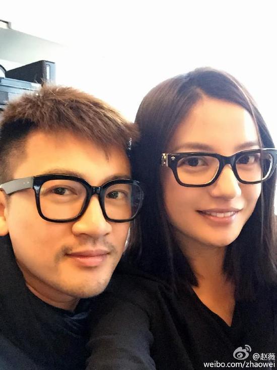 Triệu Vy và Tô Hữu Bằng bên nhau.