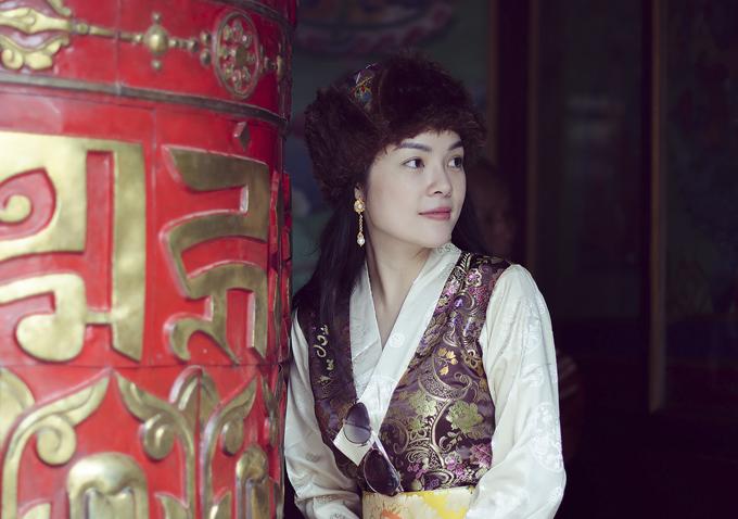 Nữ diễn viên chia sẻ, cô cảm thấy lòng dịu lại, suy nghĩ tích cực hơn khi nghe các sư phụ ở Tây Tạng và Nepal giải thích về sự vô thường của cuộc sống.