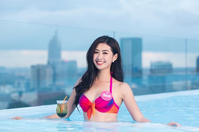 Nữ tiếp viên hàng không Phạm Ngọc Linh có lợi thế nụ cười rạng rỡ.