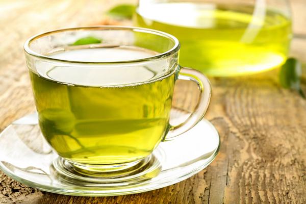 Trà xanh Trà xanh được coi là liều thuốc lợitiểu tự nhiên. Nghiên cứu cho thấy uống trà xanh thường xuyên có thể làm giảm mỡ cơ thể lên đến 19%.