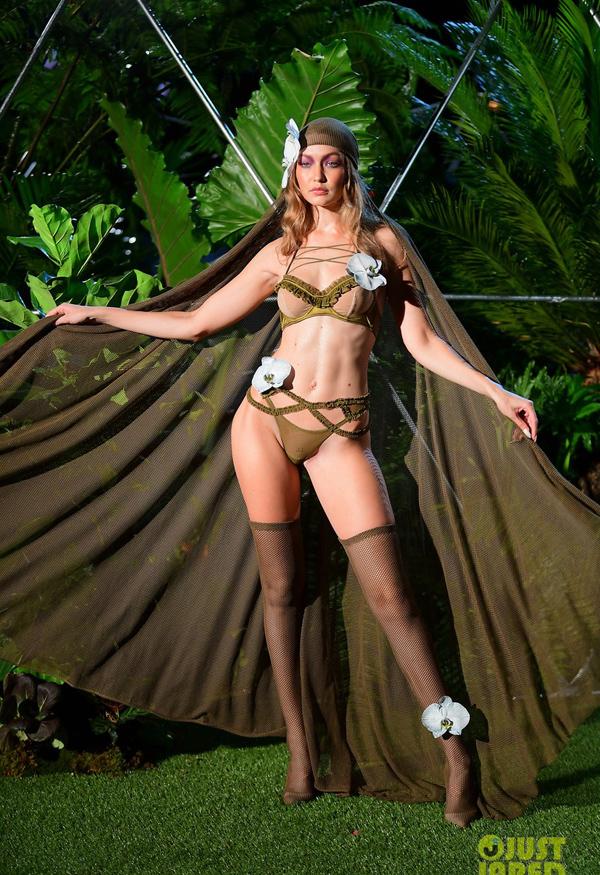 Người mẫu mang bầu diễn nội y cho Rihanna - ảnh 2