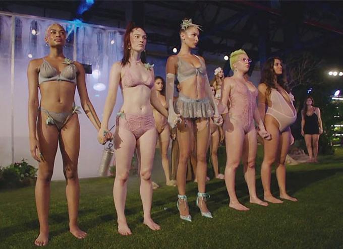 Người mẫu mang bầu diễn nội y cho Rihanna - ảnh 7