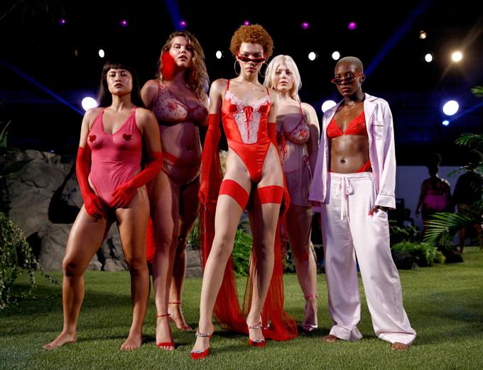 Người mẫu mang bầu diễn nội y cho Rihanna - ảnh 8