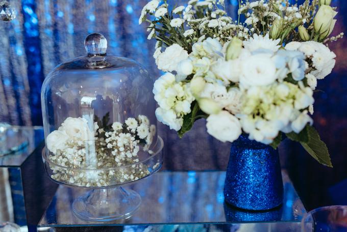 Những loài hoa chính được sử dụng trong đám cưới là lan tường, tú cầu xanh, hoa hồng tươimang nét lãng mạn, tinh tế cho tiệc cưới sang trọng.