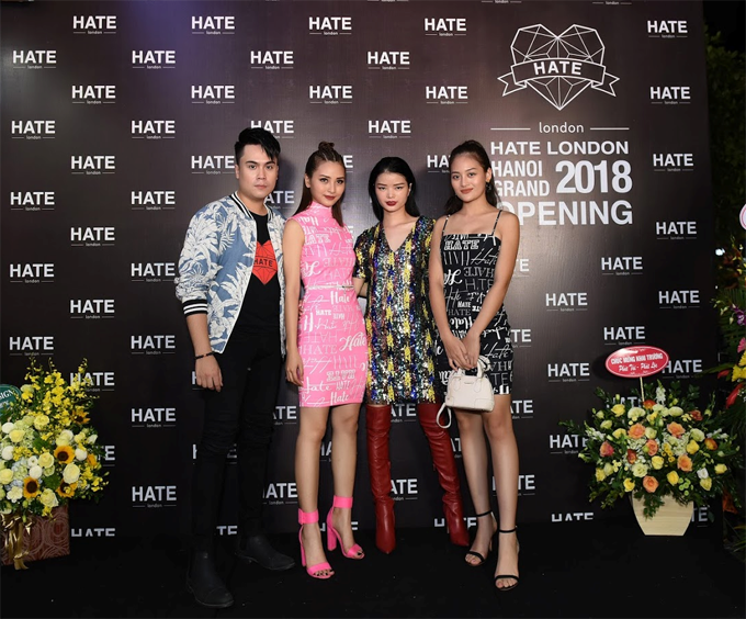 MC Thái Dũng, MC Mù Tạt, nhà thiết kế HATE London Kiko Nhung Nguyễn, diễn viên Thuỳ Anh khoe cá tính với trang phục của HATE London.