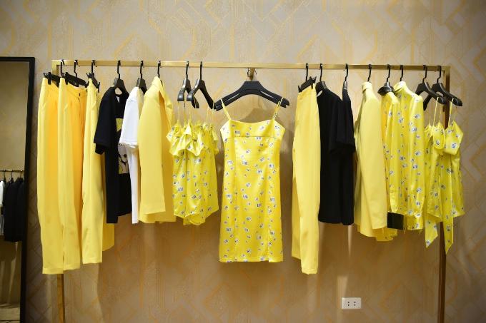 Vàng Gen Z - màu sắc trang phụcmà Beyoncemặc để trình diễn trong liên hoan Coachella vừa qua cũng được thương hiệu cập nhật trong bộ sưu tập mới.