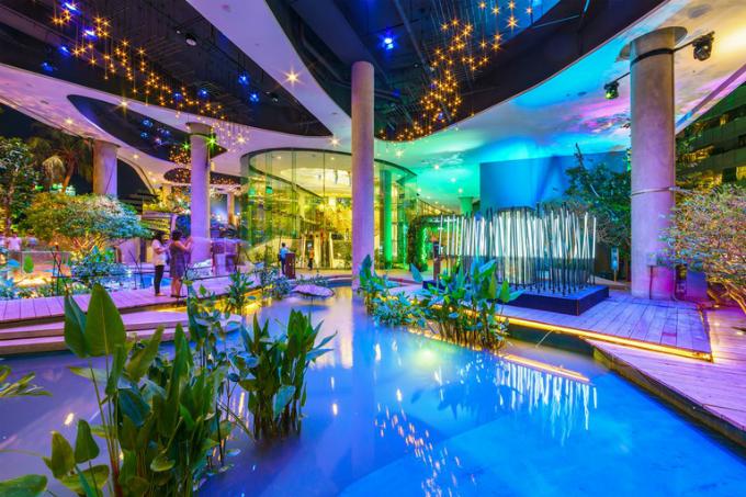 Trung tâm thương mại có thác nước và rừng nhiệt đới ở Bangkok - 1