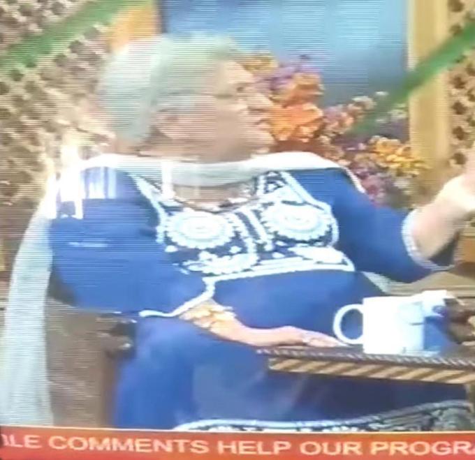 Giáo sư Rita Jitenda (86 tuổi) qua đời khi đang trả lời phỏng vấn trên chương trình truyền hình trực tiếp Good Morning J&K của Ấn Độ hôm 10/9. Ảnh: India Times.