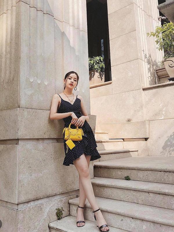 Người đẹp Việt lăng xê túi xách mini - ảnh 1