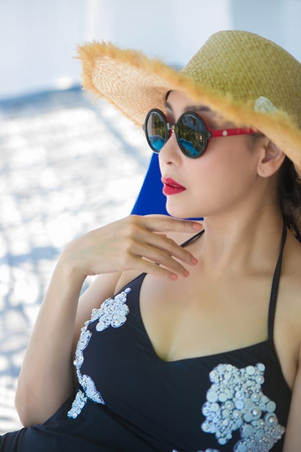 Hà Kiều Anh diện áo tắm một mảnh, chụp ảnh kỷ niệm nhân dịp ra Đà Nẳng chấm thi Hoa hậu Việt Nam 2018 vào cuối tháng 8 vừa qua. Đây là đầu tiên cô ngồi ghế ban giám khảo cuộc thi nhan sắc lớn nhất cấp quốc gia.