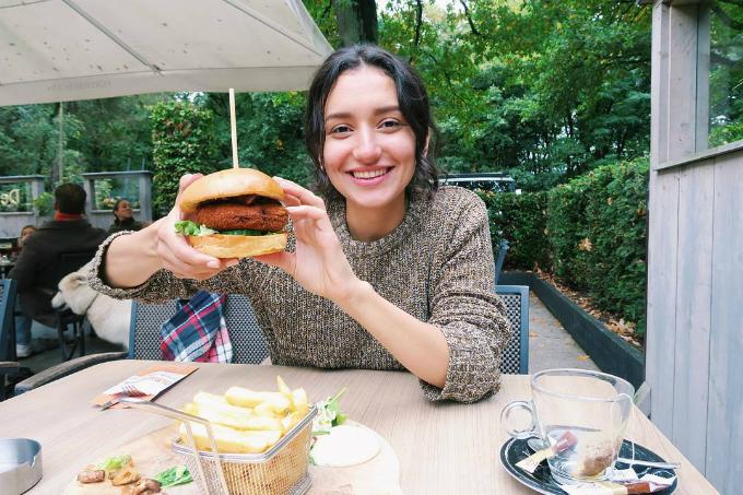 Ngừng ăn chay sau 4 năm, nữ blogger thấy tâm trí thoải mái, da không còn nổi mụn - ảnh 2