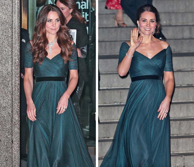 Chọn cùng một mẫu đầm dạ hội cách nhau 10 tháng, Kate lúc thì thả tóc bồng bềnh, đeo vòng cổ lấp lánh (tháng 2/2014), khi lại búi tóc cao sang trọng, nhấn nhá bông tai duyên dáng (tháng 12/2014).