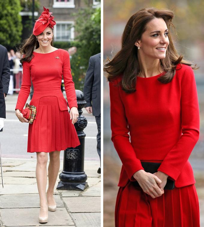 Tham dự một sự kiện năm 2012, vợ Hoàng tử William kết hợp bộ váy Alexander McQueen đỏ rực với clutch và mũ cài đầu ton-sur-ton. Sau đó 3 năm, cô tối giản mọi phụ kiện đi kèm khi góp mặt tại bữa tiệc Giáng sinh của trường Anna Freud ở London.