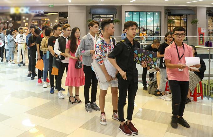 Phí Phương Anh mặc lòe loẹt đi casting tài năng thiết kế thời trang - ảnh 6