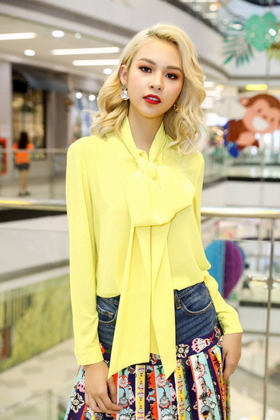 Phí Phương Anh mặc lòe loẹt đi casting tài năng thiết kế thời trang - ảnh 2