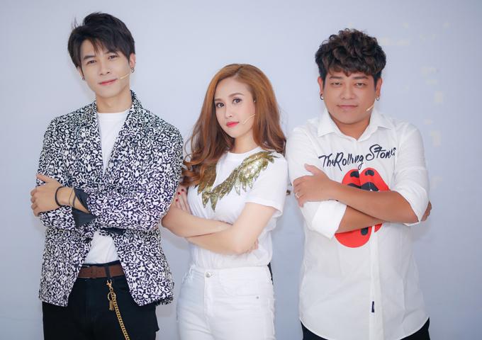 Đây là lần đầu Phương Hằng có dịp gặp gỡ và kết hợp chơi gameshow cùng hai đồng nghiệp Anh Tú, Thanh Tân.