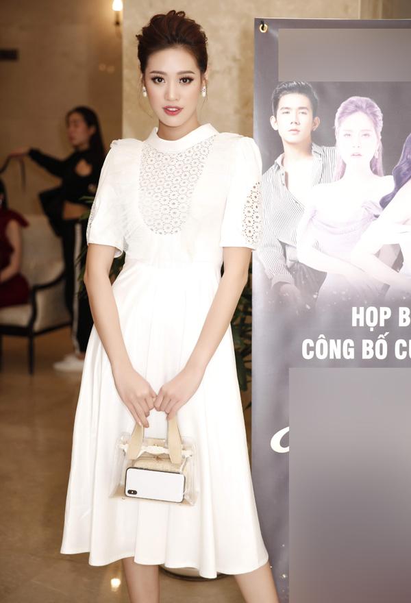 Người đẹp Khánh Vân thanh lịch, nữ tính với váy trắng.