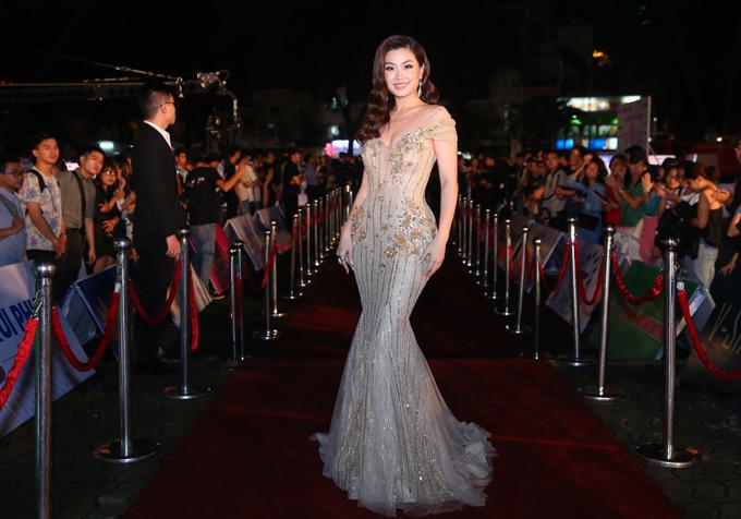 Á hậu Diễm Trang tự tin với hình thể thon thả dù đã một lần sinh nở.