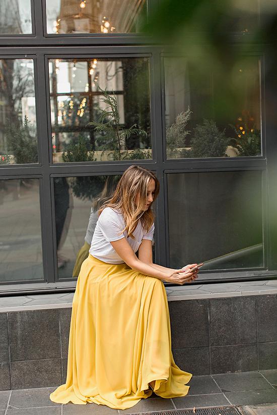 Trong xu hướng thời trang thu đông, gam vàng luôn giữ vững phong độ của mình. Trước nhiều trào lưu về hoạ tiết và sắc màu, nó vẫn chiếm được cảm tình của phái đẹp.