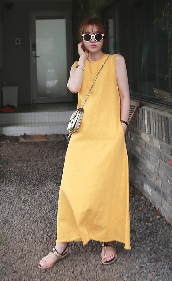 Trong tiết trời dịu mát, những kiểu váy maxi sẽ mang lại sự thoải mái, tự do cho bạn gái khi rong ruổi phố xá, đi mua sắm hay cà phê cùng bạn bè.