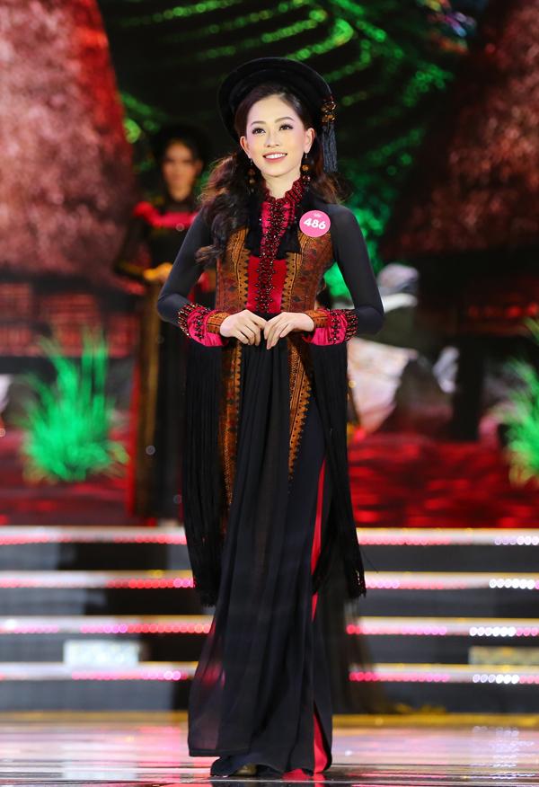Nữ sinh 18 tuổi Trần Tiểu Vy đăng quang Hoa hậu Việt Nam 2018 - ảnh 7