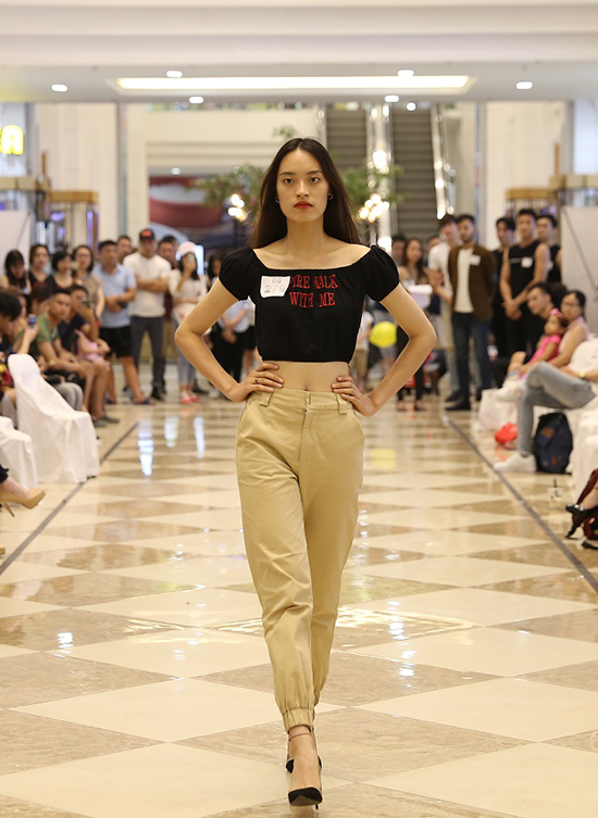 Võ Hoàng Yến ăn mặc thanh lịch đi casting người mẫu - ảnh 9
