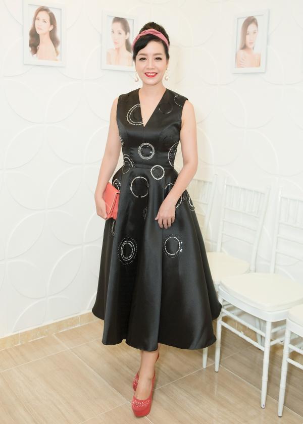 Diễn viên Chiều Xuân diện váy xòe, tông màu đen phù hợp với vóc dáng.