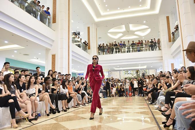Võ Hoàng Yến ăn mặc thanh lịch đi casting người mẫu - ảnh 4