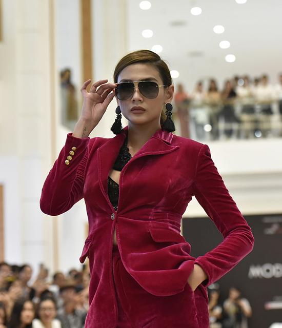 Võ Hoàng Yến ăn mặc thanh lịch đi casting người mẫu - ảnh 3