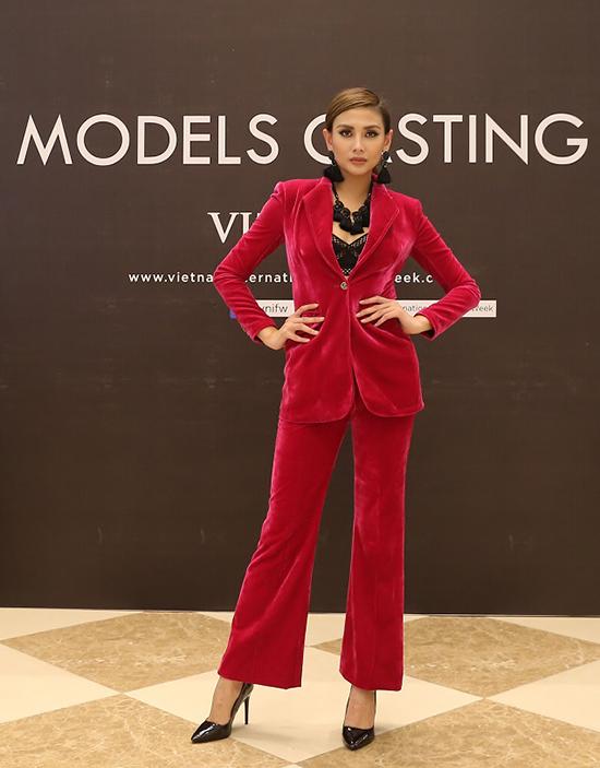 Võ Hoàng Yến ăn mặc thanh lịch đi casting người mẫu - ảnh 1
