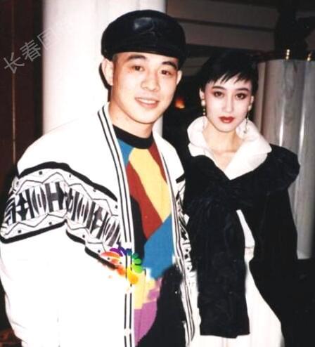 Lý Liên Kiệt và người vợ hiện tại, Lợi Trí. Sau khi kết hôn, hoa hậu Lợi Trí rời làng giải trí, trở thành người phụ nữ của gia đình. Cô sinh cho ngôi sao võ thuật Hong Kong 2 con gái.