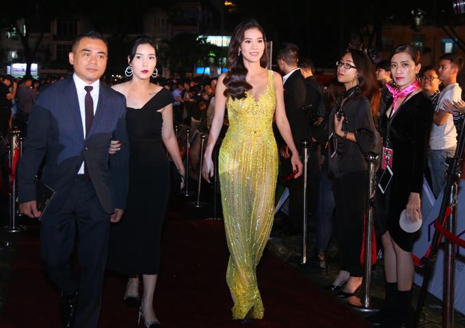 Bà Phạm Kim Dung - Phó ban tổ chức Hoa hậu Việt Nam 2018 sexy với váy xuyên thấu gam vàng.
