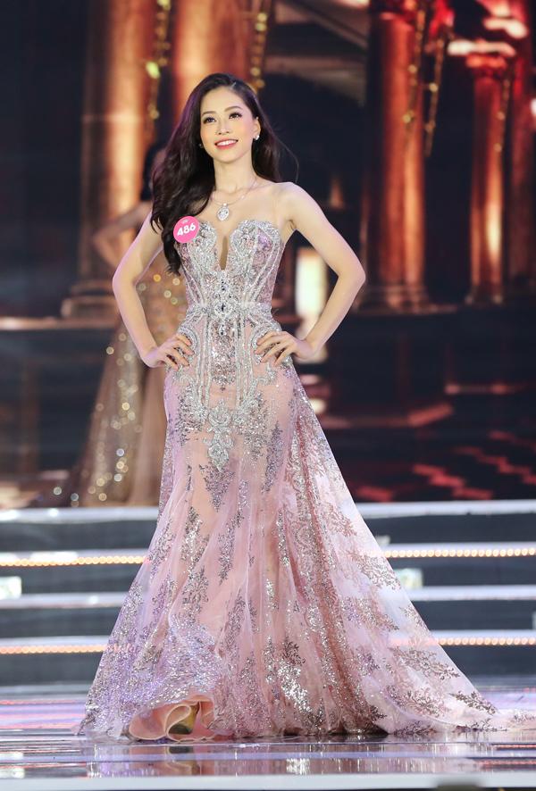 Nữ sinh 18 tuổi Trần Tiểu Vy đăng quang Hoa hậu Việt Nam 2018 - ảnh 18