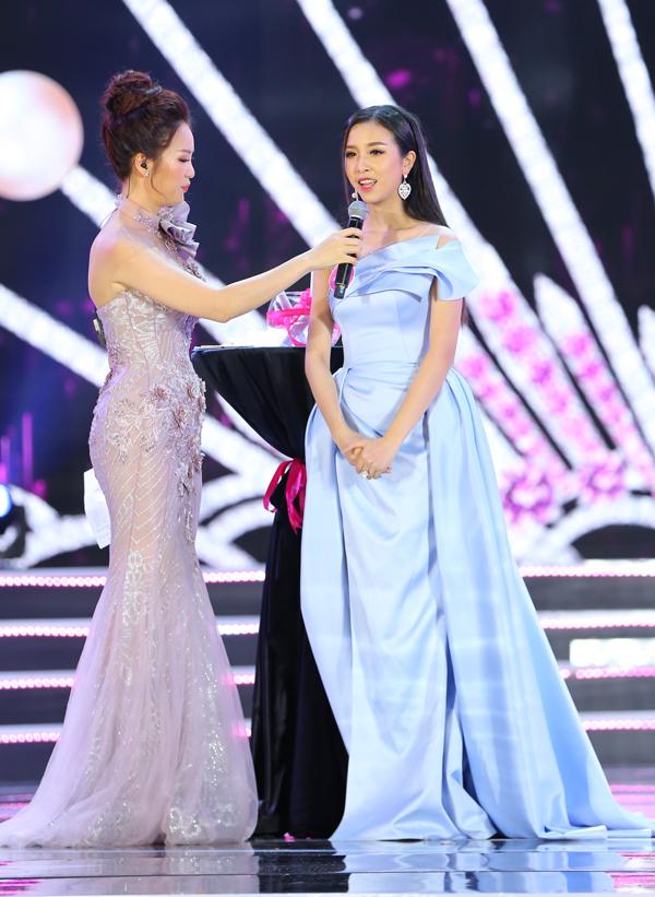 Nữ sinh 18 tuổi Trần Tiểu Vy đăng quang Hoa hậu Việt Nam 2018 - ảnh 20