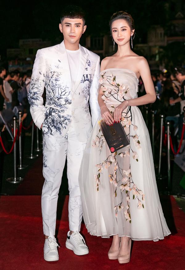 Ca sĩ Will đi cùng diễn viên Jun Vũ.