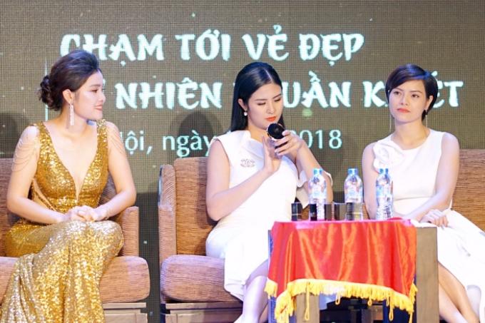 Hoa hậu Ngọc Hân gợi ý chọn son lì cho môi khô - 3