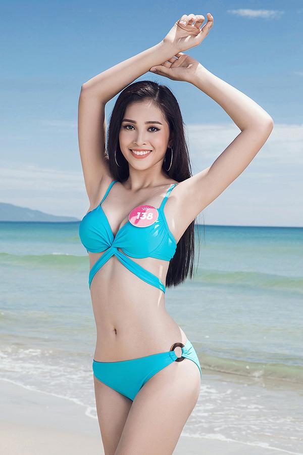 Trần Tiểu Vy được đánh giá là gương mặt nổi trội của Hoa hậu Việt Nam 2018 từ những vòng đầu. Ngoài gương mặt đẹp và chiều cao nổi trội, cô còn sở hữu số đo 3 vòng 84-63-90.