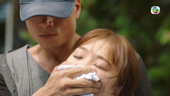 Trần Chí Kiện và Châu Lệ Kỳ trong cảnh phim Trác Định Nghiên bị bắt cóc