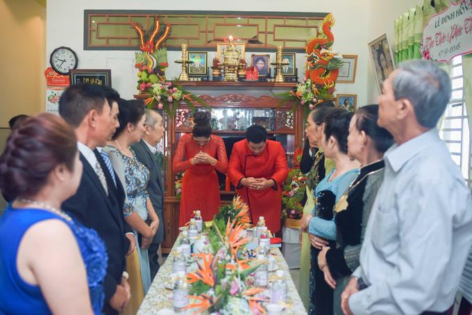 Vợ chồng Đặng Thu Thảo cảm ơn bố mẹ hai bên đã tác thành cho hôn sự của họ.
