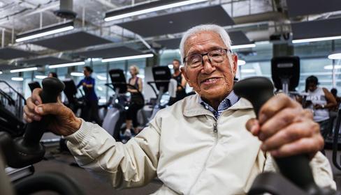 111 tuổi, cụ ông người Nhật trồng cây chuối, đến phòng gym mỗi ngày