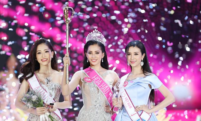 Tiểu Vy đăng quang ngôi vị Hoa hậu trong đêm chung kết diễn ra tối 16/9 sau khi trình diễn và tỏa sáng qua ba phần thi áo dài, bikini và dạ hội.Với vẻ đẹp hiện đại, tân hoa hậu giành nhiều phản hồi tích cực từ công chúng.