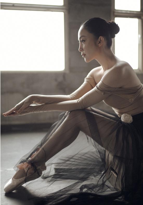 Linh Nga thổi hồn cho bộ sưu tập mới của Lâm Gia Khang - 1