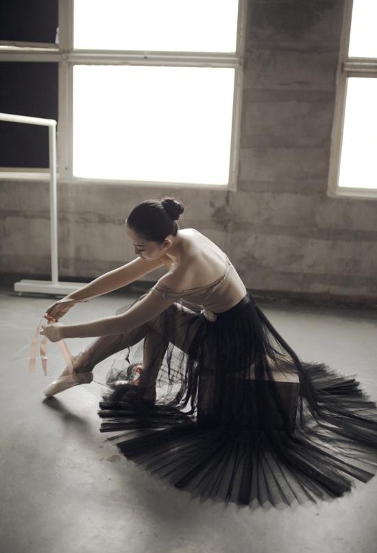 Linh Nga thổi hồn cho bộ sưu tập mới của Lâm Gia Khang - 2