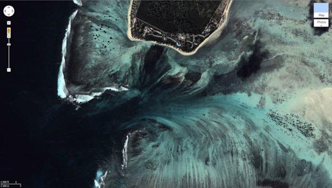 Thác nước ma mị nằm dưới đáy biển sâu đánh lừa du khách - 1