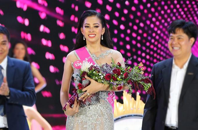 Trần Tiểu Vy rưng rưng trong giây phút trở thành tân Hoa hậu Việt Nam 2018 - ảnh 4
