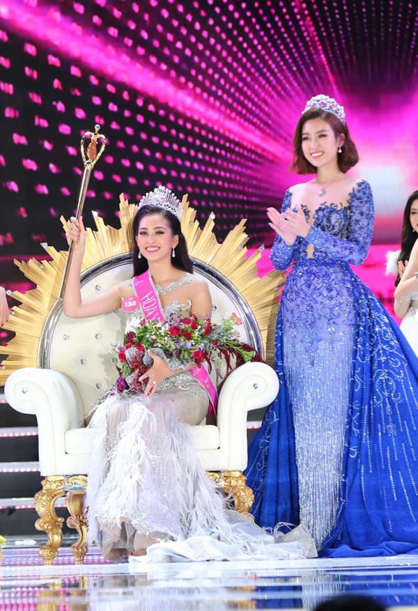 Trần Tiểu Vy rưng rưng trong giây phút trở thành tân Hoa hậu Việt Nam 2018 - ảnh 9