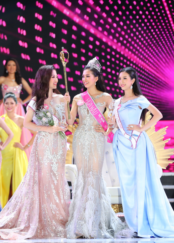 Trần Tiểu Vy rưng rưng trong giây phút trở thành tân Hoa hậu Việt Nam 2018 - ảnh 11