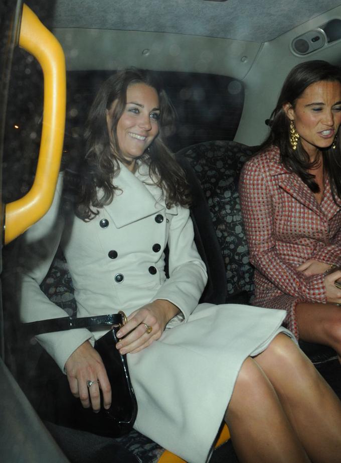 Kate đi mừng sinh nhật tuổi 26 cùng em gái Pippa. Ảnh: Splash News.