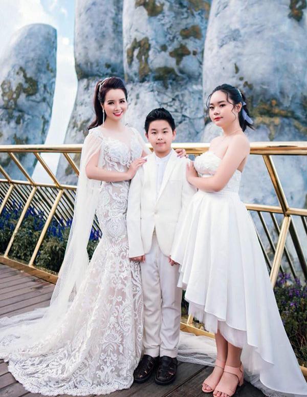 Mai Thu Huyền cùng hai con tham dự một show thời trang tại Đà Nẵng hồi giữa tháng 7/2018.